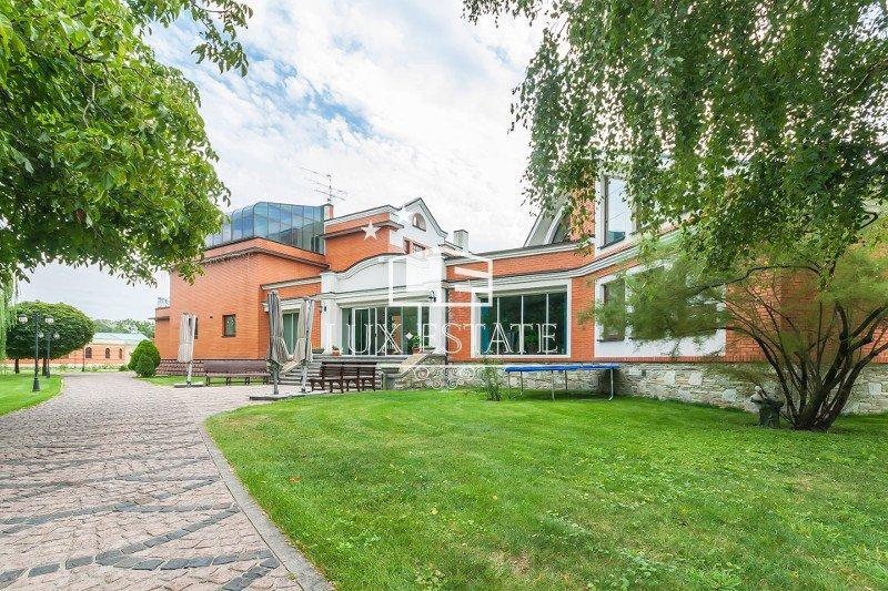 Продам элитную Резиденцию в Киеве