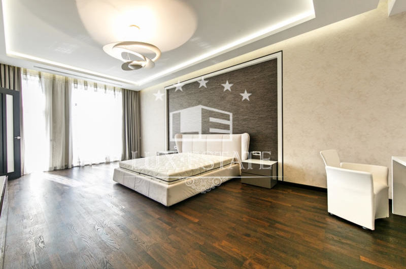 Продам элитное домовладение в закрытом Коттеджном Городке Зелений Гай (Лесники)